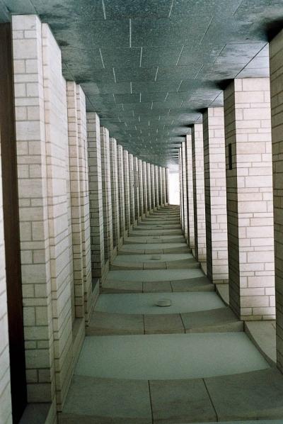 Gang mit Säulen